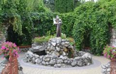 св. Антоній на подвір`ї