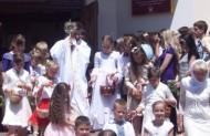 """...діти ж викликували """"Осанна синові Давида, благословен, хто йде в ім`я Господнє""""..."""