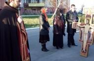 Під час хресної дороги учасники просили Бога про дар єдности.
