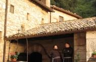 При вході до монастиря