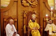 А дві долоні у францисканському гербі, є долонями Христа Ісуса і св. Франциска