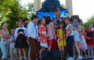Франциск дітей пригорнув
