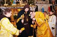 Владику введено до храму і запрошено на єпископське підвищення
