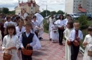 """Діти, ідучи славили Ісуса кличучи: """"Свят, Свят, Свят Господь Саваот""""!"""
