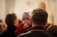 А ось і Бог очима дитини на тебе глядить, чому не тішишся?