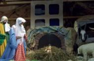 Центральними постатями у вертепі є: дитятко-Ісус, Марія і опікун Йосиф.